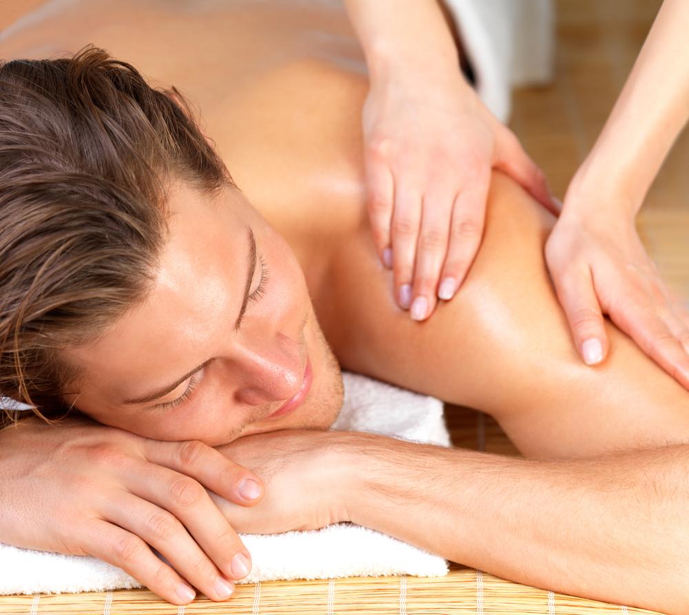 Семейный массаж стеснительных мужчин онлайн 13 фотография