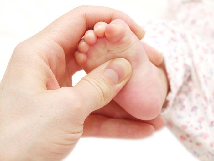 foot reflexology found to ease pain infants